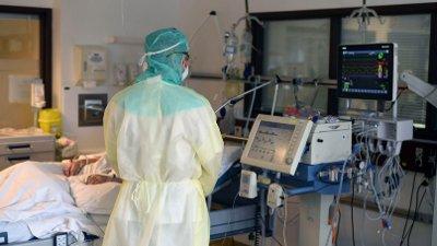PÅ INNSIDEN: Norske sykehus har til nå behandlet hundrevis av koronapasienter, og de aller fleste går det bra med. Her fra covid-19-posten på Bærum sykehus.