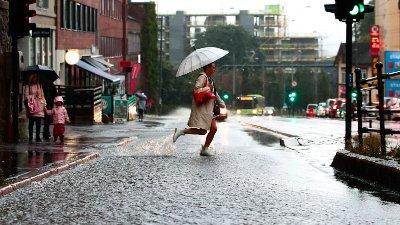 Oslo 2019829. Regnet øser ned over hovedstaden torsdag morgen.