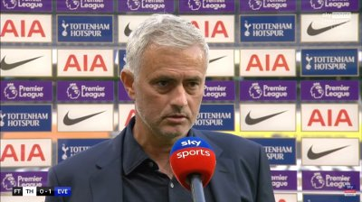 MISFORNØYD: José Mourinho mener Tottenham hadde et slapt press i Premier League-åpningen mot Everton.