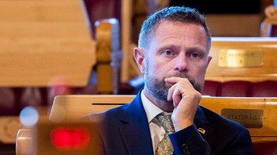 Helse - og omsorgsminister Bent Høie sier at covid -19 vaksine skal være gratis.