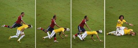 OVERFALT NEYMAR: Her går Juan Zuñiga knallhardt inn i ryggen på Neymar.