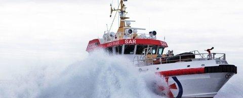 PÅ VEI: Redningsskøyta RS «Det Norske Veritas» er på vei til lasteskipet Corina, der det skal ha brutt ut brann i motorrommet.