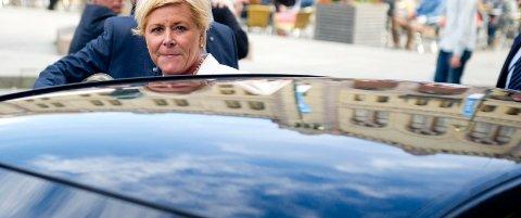 NYTT FOR BILEEIERE: Finansminister Siv Jensen (Frp) og hennes departement lover en enklere hverdag for bileierne når vi nå tar farvel med årsavgiften og går over til bilforsikringsavgiften.
