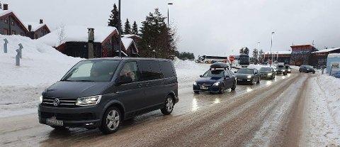 VALGTE Å REISE: Flere valgte å forlate Trysilfjellet da strømmen gikk søndag.
