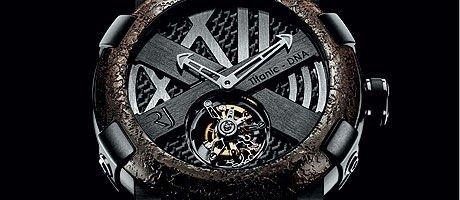 FORLIST KLOKKE: Klokken er laget av en legering av stål fra Titanics skrog blandet med nye metaller.