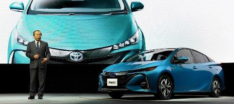 Toyotas styreleder Takeshi Uchiyamada ved lanseringen av 2017-modellen av Prius, en gang i tiden en av de grønneste bilene en kunne kjøpe.