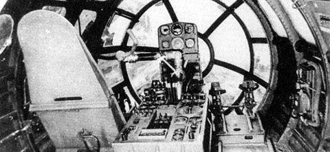 COCKPIT: Slik så det ut inne i den ferdigstilte cockpiten i Me 264. Herfra hadde piloten god utsikt. Hitlers håp var å se skyskraperne på Manhatten brenne gjennom de vinduene.