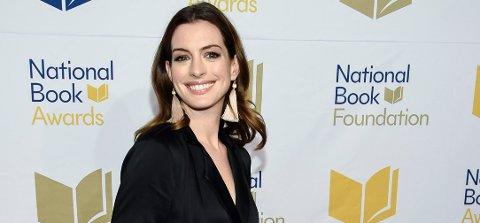Anne Hathaway trives med vektoppgangen og vil ikke ha kritiske kommentarer om det.