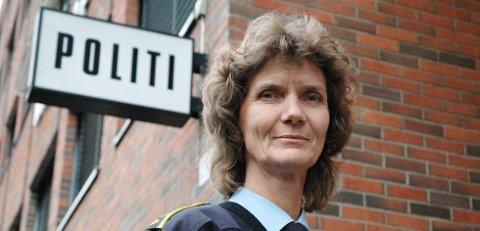 Hanne Persson forteller at ungdom under 15 år blir fulgt opp av politiet dersom de gjør kriminelle handlinger.