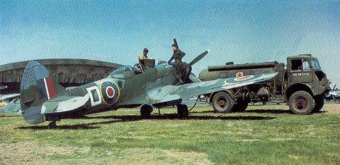 Spitfire Mk 14 med 2200 hk Griffon-motor og fembladspropell.