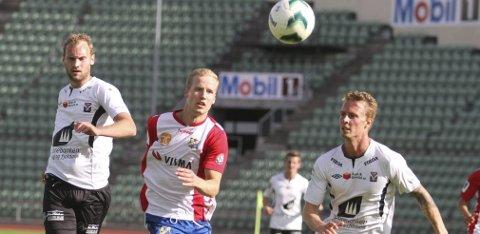 TAPTE: Rune Isaksen og Lyn fikk det tøft mot et meget sterkt Brann-lag i Bergen, og tapte 2-0 på Brann stadion. FOTO: ARILD JACOBSEN