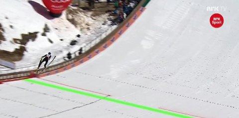 SJOKKHOPP: Gregor Schlierenzauer hoppet over 250 meter i Planica.