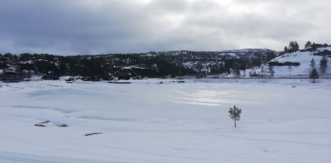 BLIR KALDERE: Skyet og 8 plussgrader på Bortelid i Åseral kommune i Agder mandag. Fra torsdag faller temperaturen nattestid under null grader - her og flere steder i landet, ifølge meteorologen.