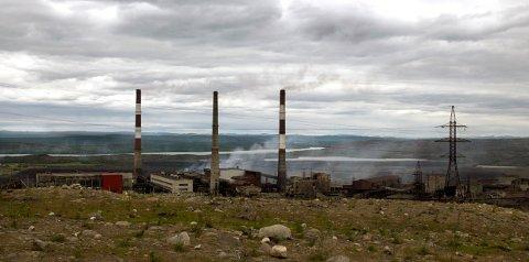 Driften ved smelteverket i den russiske byen Nikel, som ligger like ved norskegrensa, skal avvikles 23. desember. Foto: Jan-Morten Bjørnbakk / NTB