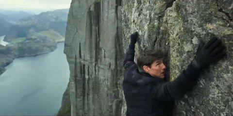 PREIKESTOLEN TIL INDIA: Her henger Tom Cruise etter fingrene i Preikestolen.Filskaperne har «flyttet» det norske landemerket til India.