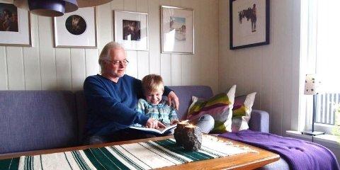 GODT FORHOLD: Bestefar Arvid (63) og Oliver (9) gjør lekser og spiser middag sammen hver dag etter skolen. Bestefedre har i økende grad blitt en viktig ressurs for barnefamilier, viser en ny europeisk undersøkels