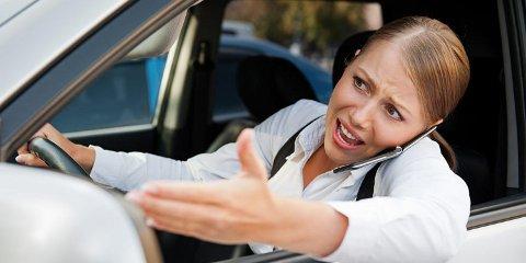 RO DEG NED: Gjør du ikke det, er du ikke bare en fare for deg selv, men du er også en fare for andre i trafikken når du begynner å kjøre igjen. © Colourbox.