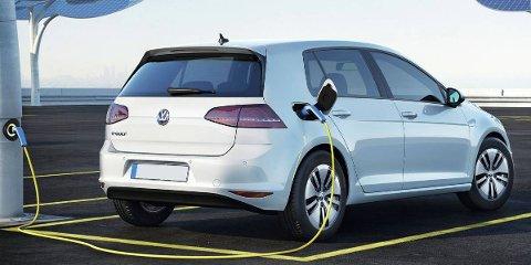 Bare én av ti elbileiere har opplevd å bli stående i veikanten med tomt batteri - det framgår av en stor spørreundersøklelse i regi av Norsk Elbilforening. Dette er nykommeren VW e-Golf, en bil som har godt muligheter for å bli mest solgte elbil i Norge i 2014.