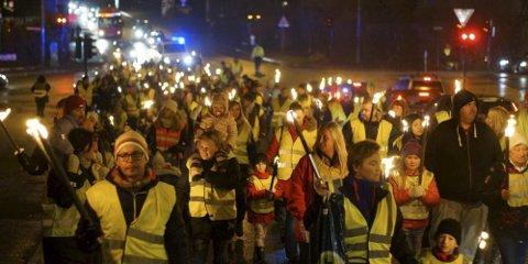 AKSJONERER: I fjor arrangerte abildsøbeboerne fakkeltog, nå vil de markere seg med en gatefest. Arkivfoto: Dag Hammer