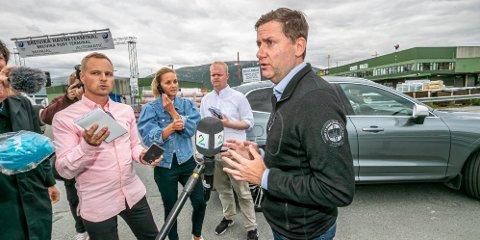 KRISE: Daniel Skjeldam i Tromsø torsdag ettermiddag. Pressemøtet ble avbrutt etter tre og et halvt minutt.