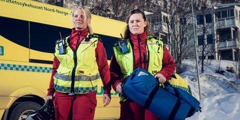 NYE HOVEDKARAKTERER: Årets nye hovedkarakterer i NRK-serien 113 er Christina Rebekka Eriksen (t.v.) og Trine Lynghaug som kjører ambulanse for Universitetssykehuset i Tromsø (UNN).