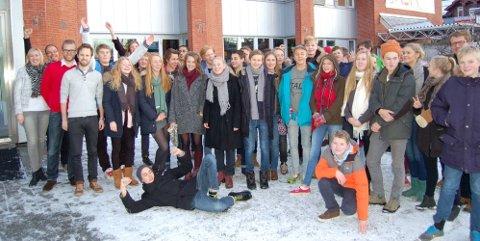 INGENIØRER?: Kanskje så mange som en av tre av disse blir ingeniører, Engebråten-elever utenfor Teknisk Museum tirsdag. Foto: Engineerium