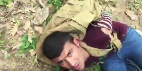 ARRESTERER MIGRANTER: I denne videoen er tre afghanske flyktninger lagt i bakken av aggressive bulgarere som tar loven i egne hender.