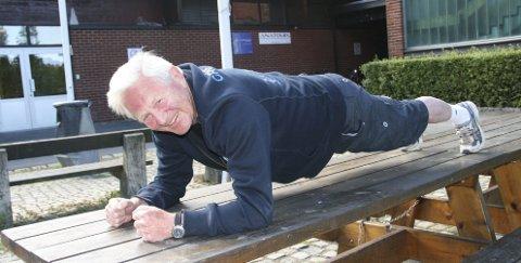 STERK SOM EN HEST: Willy har ingen problemer med å holde planken i vel og godt over 2 minutter. Nå håper han 60 pluss kan få enda flere medlemmer i Oslo.