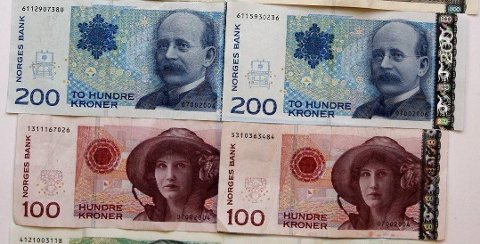 SNART UGYLDIGE: 30. mai er siste dag de gamle 100- og 200-kronersedlene vil være gyldige betalingsmidler. Foto: NTB scanpix