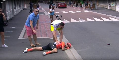 STYGG VELT: Alessandro De Marchi krasjet stygt i Tour de France