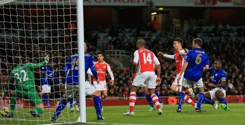 DØDBALLMÅL: Laurent Koscielny scoret for Arsenal etter et hjørnespark.