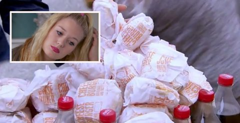 FORDI DET VAR BILLIG: Christina har tydd til lettvinte matløsninger, og en tier for en cheeseburger virket billig.