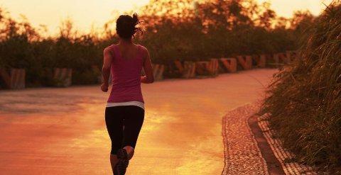NYBEGYNNERE kan fint trene til maraton uten å frykte for mange skader.