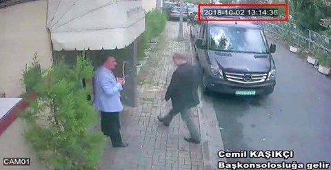 Overvåkingsbilder viser den saudiarabiske journalisten og dissidenten Jamal Khashoggi på vei inn til det saudiarabiske konsulatet i Istanbul tirsdag 2. oktober. Siden har ingen sett ham. Foto: AP / NTB scanpix