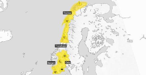 Et stormsenter som bygger seg opp i havet i vest kommer til å prege været i flere dager fremover i nesten hele landet.
