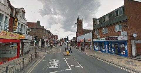 SKYTEEPISODER: To gutter på 12 og 15 år ble skutt i hovedgaten i Wealdstone i Harrow i nordvest-London søndag ettermiddag.
