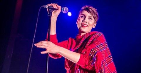 SAMISK: Artisten Ella Marie Hætta Eriksen forteller om en oppvekst med mye hets fordi hun er same. Her fra en konsert i Tromsø i desember i fjor.