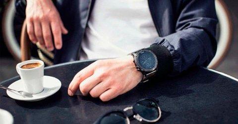 Garmin fenix 5 Plus Sapphire er pen å se på og kan derfor også brukes til hverdagsbruk når man ikke trener.