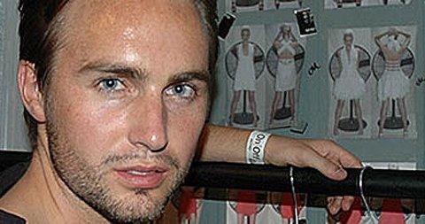 VERSACE-HELT: Designer Kristian Aadnevik får skryt for sin kolleksjon for motehuset.