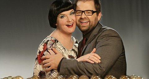 GLEDER SEG: Christine Koht og Klaus Sonstad står for underholdning med sang og dans fredag kveld.