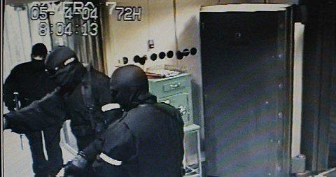 NOKAS-RANET: Avfotografering av overvåkningsvideo fra banklokalene, som viser ranerne i aksjon