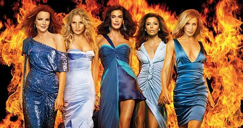 MER DRAMA: Marcia Cross (Bree), Nicoellette Sheridan (Edie), Teri Hatcher (Susan), Eva Longoria (Gabrielle) og Felicity Huffman (Lynette) opplever mer drama i sesong fire.