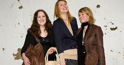 VIPS-JENTENE: (F.v.) Marie Helene Engelsen Flatval, Helene Westbye og Line Staxrud Eriksen designer funksjonelle vesker for kvinner og menn.