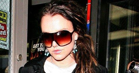 FÅR SNAKKE MED SØNNENE: Retten har gitt Britney lov til å ha telefonkontakt med barna sine.