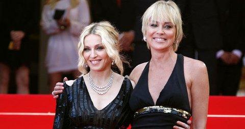 VENNINNER: Madonna og Sharon Stone stjal all oppmerksomhet på den røde løper i Cannes. (Klikk på forstørrelsesglasset for å se hele bilde).