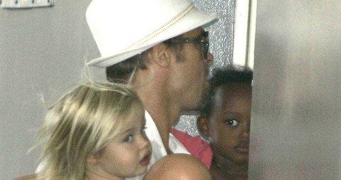 MYE BESØK: Brad og ungene besøker selvsagt Angelina på sykeshuset så ofte de kan. Det har skapt kaos i rivierabyen Nice.