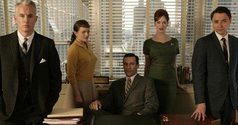 POPULÆRE: Roger Sterling (John Slattery), Peggy (Elisabeth Moss), Don Draper (Jon Hamm) og Joan (Christina Hendricks) i dramaserien Mad Men.