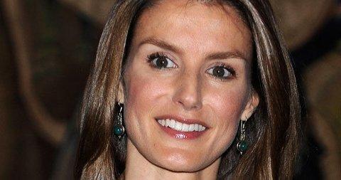MOTERIKTIG: Spanske prinsesse Letizia av Asturia blir bare bedre og bedre i moteveien og kler seg meget bra.