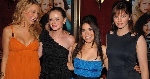 SISTERHOOD-PREMIERE: Blake Lively, Alexis Bledel, America Ferrera og Amber Tamblyn er tilbake i oppfølgeren av The Sisterhood of the Traveling Pants.