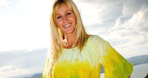 STILIG DAME: TV 2s Dorthe Skappel skuffet ikke på festen og kom i kveldens korteste kjole. (Klikk på forstørrelsesglass for stort foto)